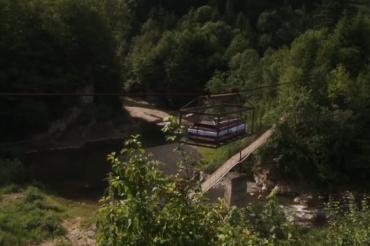 Незвичайну переправу обладнали у карпатському селі Пістень