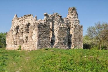 Студенти-історики завершили розкопки у Середнянському замку
