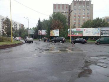 В Ужгороді в аварію потрапив чоловік на скутері.