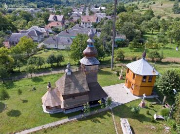 Дерев'яна церква. Присілок Сваляви. Класичний лемківський стиль