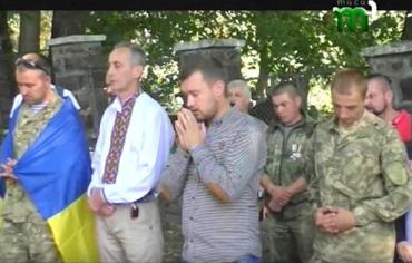 Побратими полеглих та рідні героїв піднялися на Пагорб Слави в Ужгороді
