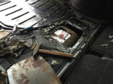 """ПП """"Ужгород"""". Сигарети знайшли у паливному баку авто українця"""