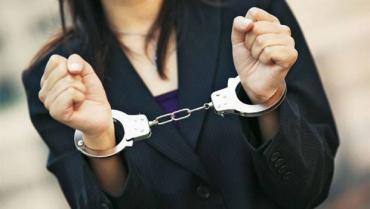 Чотири «мобілки», одяг та продукти купила 16-річна свалявчанка за крадені гроші