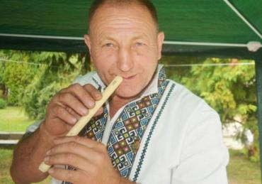 Різьбяр Василь Ропчук із селища Ясіня на Закарпатті