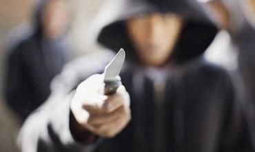 Озброєні ножами роми вдерлися додому до вагітної жінки.