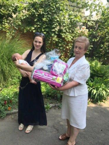 Подарунки отримують мешканки Мукачева, які народили немовлят цього року