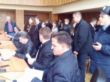 В помещении городского совета Ужгорода снова ищут взрывчатку
