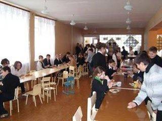 Не у всіх освітніх закладах Ужгорода можна дешево пообідати