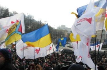 Сегодня оппозиция будет поднимать с колен ужгородцев
