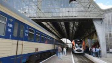 """""""Укрзализныця"""" продолжает назначать дополнительные поезда"""