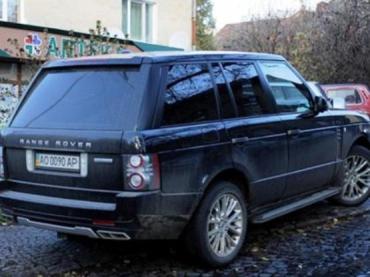Водителя Range Rover за нарушение парковки в Ужгороде оштрафовано