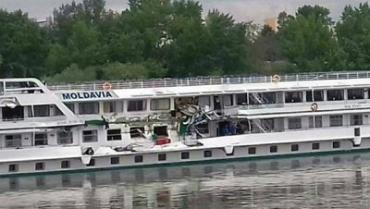 На Дунае баржа протаранила пассажирский теплоход