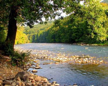 На реках Закарпатья отмечаются колебания уровней воды