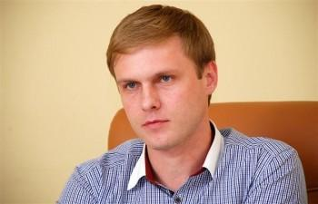 Лунченко родился в городе Хуст Закарпатской области, сейчас ему 33 года