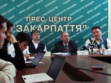 Головний лікар Ужгородського пологового будинку Андрій Чабан на прес-конференції