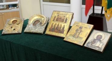 Закарпатские таможенники изъяли на границе иконы и распятия стоимостью 590 000