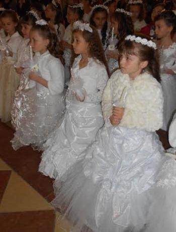 У Кафедральному Соборі 45 діточок прийняли Перше Святе Причастя ... 805cc9bc80425
