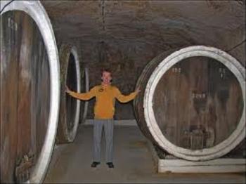 Без вина могут остаться выдолбленные еще турками средневековые подвалы в Среднем