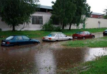 Во Львовской области начало топить дороги и дома