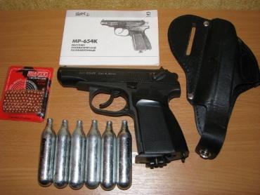 Закарпатец не зря вооружился пневматическим пистолетом...