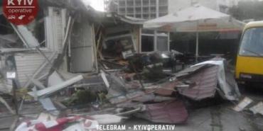 У Києві стався демонтаж фаст-фуду з відвідувачами всередині