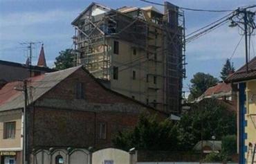Ужгородский горсовет просит прокуроров разобраться с многоэтажкой