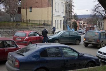 В Ужгороде на улице Собранецкая очередная авария: столкулись лоб в лоб два авто
