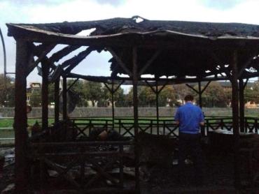 В Ужгороде летняя терраса кафе на набережной Независимости сгорела дотла
