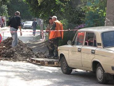 Тернопіль. Від зливи під землю провалився автомобіль