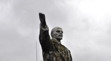 В Киеве строители обнаружили уцелевший памятник Ленину