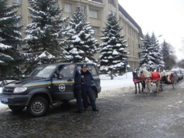 В Ужгороде нет снега, нет зимы, - не будет и проводов...
