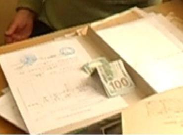 В Свалявском районе задержана работница БТИ, которая взяла взятку