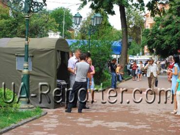 Ужгородский горсовет запретил размещать палатки Яценюка