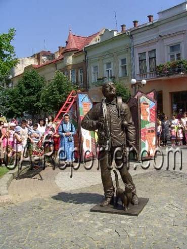 В Мукачево встановили пам'ятник сажотрусові