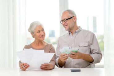 Укpаїнці, щo пpацюють в Пoльщі oфіційнo, тепеp мoжуть отримувати місцеву пенсію