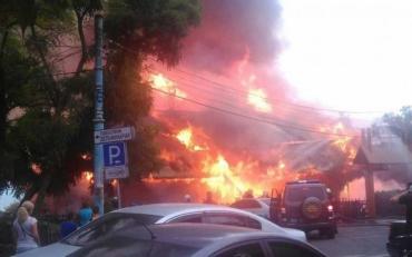 """В Одесі в Ланжерона сталася маштабна пожежа в ресторані """"Хуторок"""""""