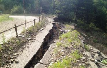 Дорога на Синевирском перевале разрушается каждый день