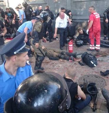 Столкновения между силовиками и митингующими под Верховной Радой
