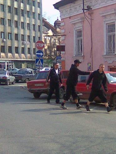 Блокираторщики накинулись на автолюбителя