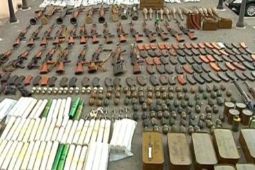 В ходе обысков у закарпатцев нашли сигареты, оружие и наркотики