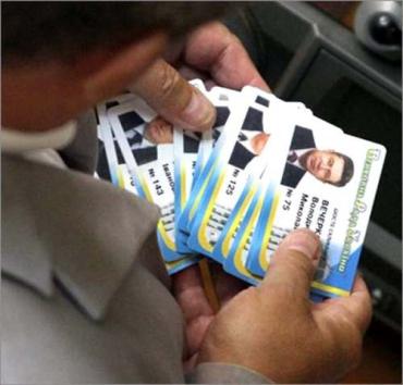 Рыбак поручил аннулировать карточки Домбровского и Балоги