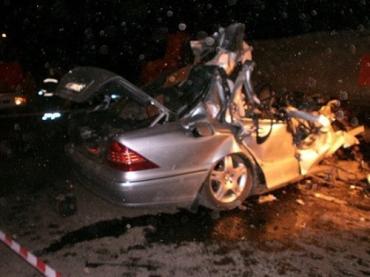 На Тернопольщине Mercedes въехал в КамАЗ, трое погибших