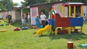 В Хустском ДОУ №4 появилась еще одна новая детская площадка