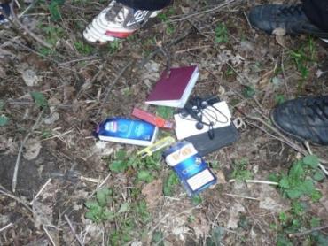 В Закарпатье нелегалы спрятали свои документы в кустах