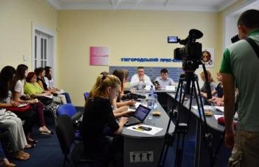 В Ужгороде на пресс-конференции руководства УжНУ