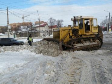 Закарпатские дорожники постоянно очищают дорожное покрытие от снега и льда