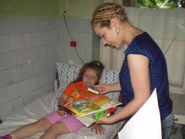 Тіна Кароль в Мукачівській дитячій лікарні