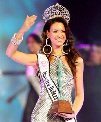 """""""Мисс Вселенная - 2008"""" в бикини - Елиза Наджера"""