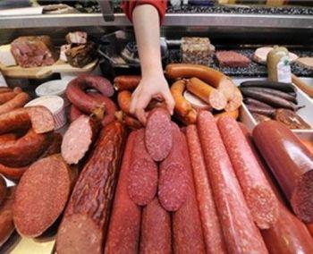 В ужгородском супермаркете голодная девушка украла колбасу, но не успела съесть