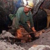 Под завалами Львовской шахты горняки